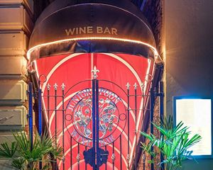 https://www.juniorpoon.com/juniorpoon/wp-content/uploads/2020/10/wine-bar-entrance-b.jpg